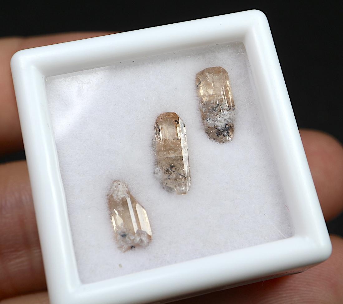 【鉱物標本セット】トパーズ ユタ州産 スクエア小 #2 TZ072 原石 宝石 天然石 鉱物セット