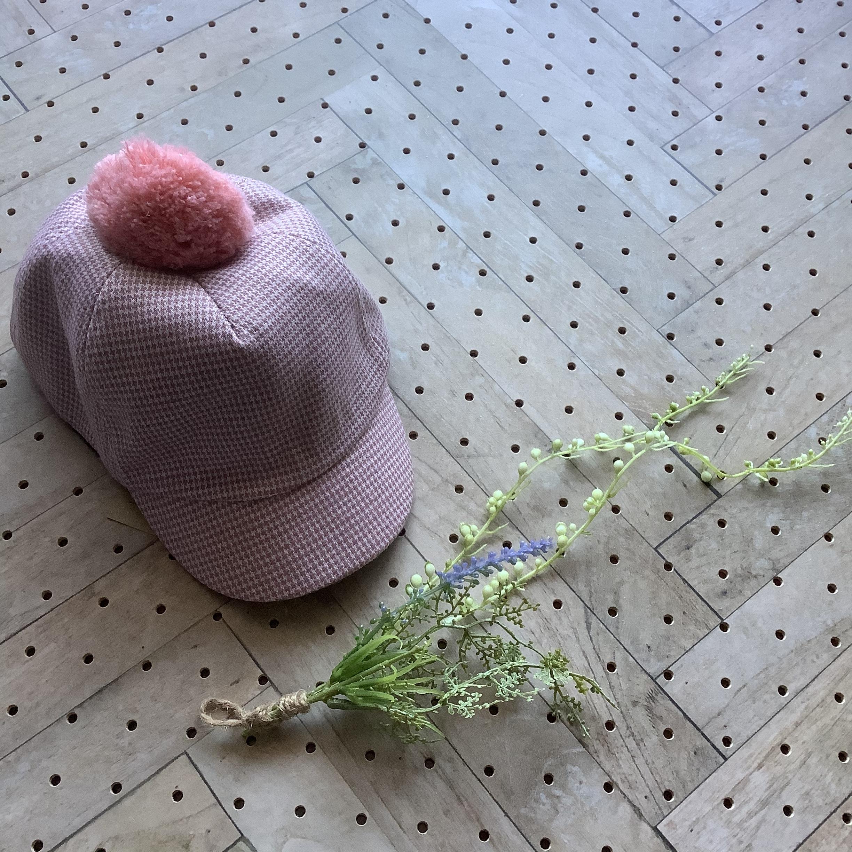 千鳥格子柄ポンポン付きキャップ ピンク