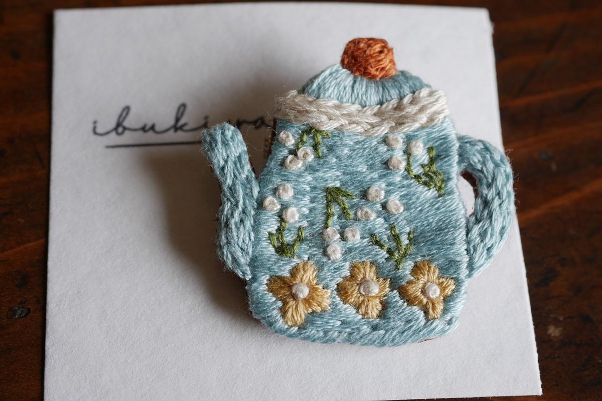IBUKIya 刺繍ブローチ「ティーポット」ib-04