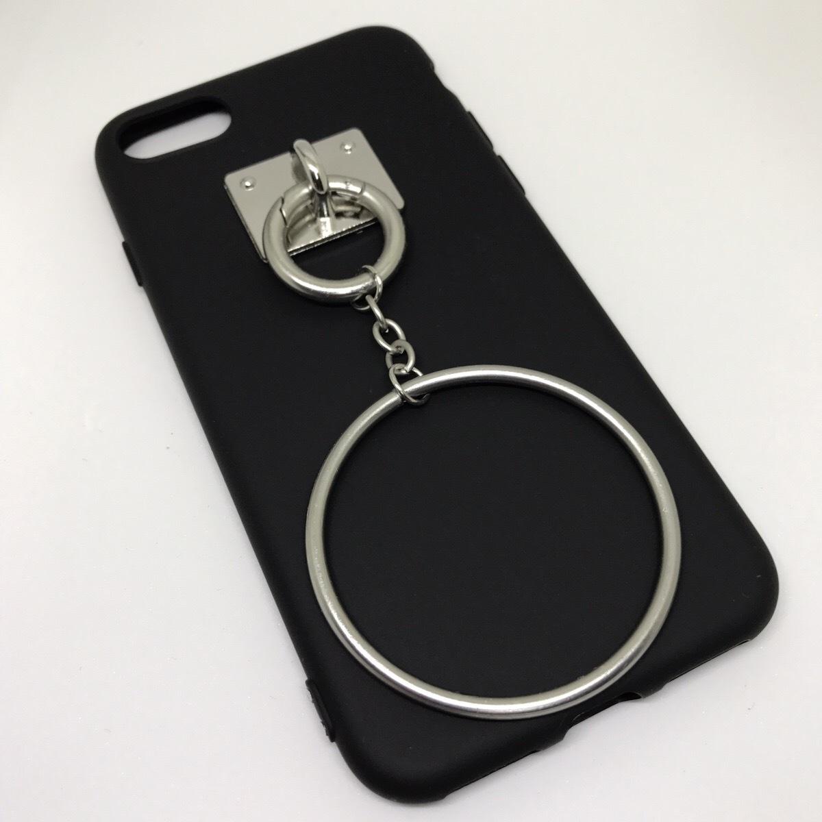 【送料無料】ブラックソフトケースにシルバーのリングチャーム iPhoneケース