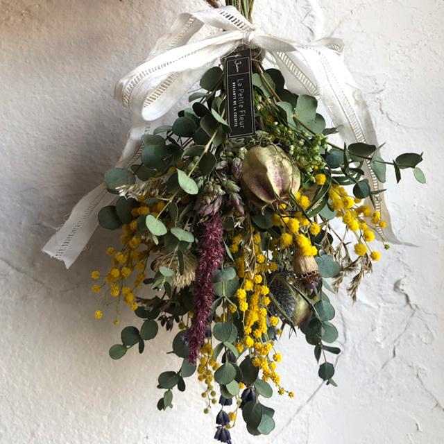ミモザと小花のスワッグ