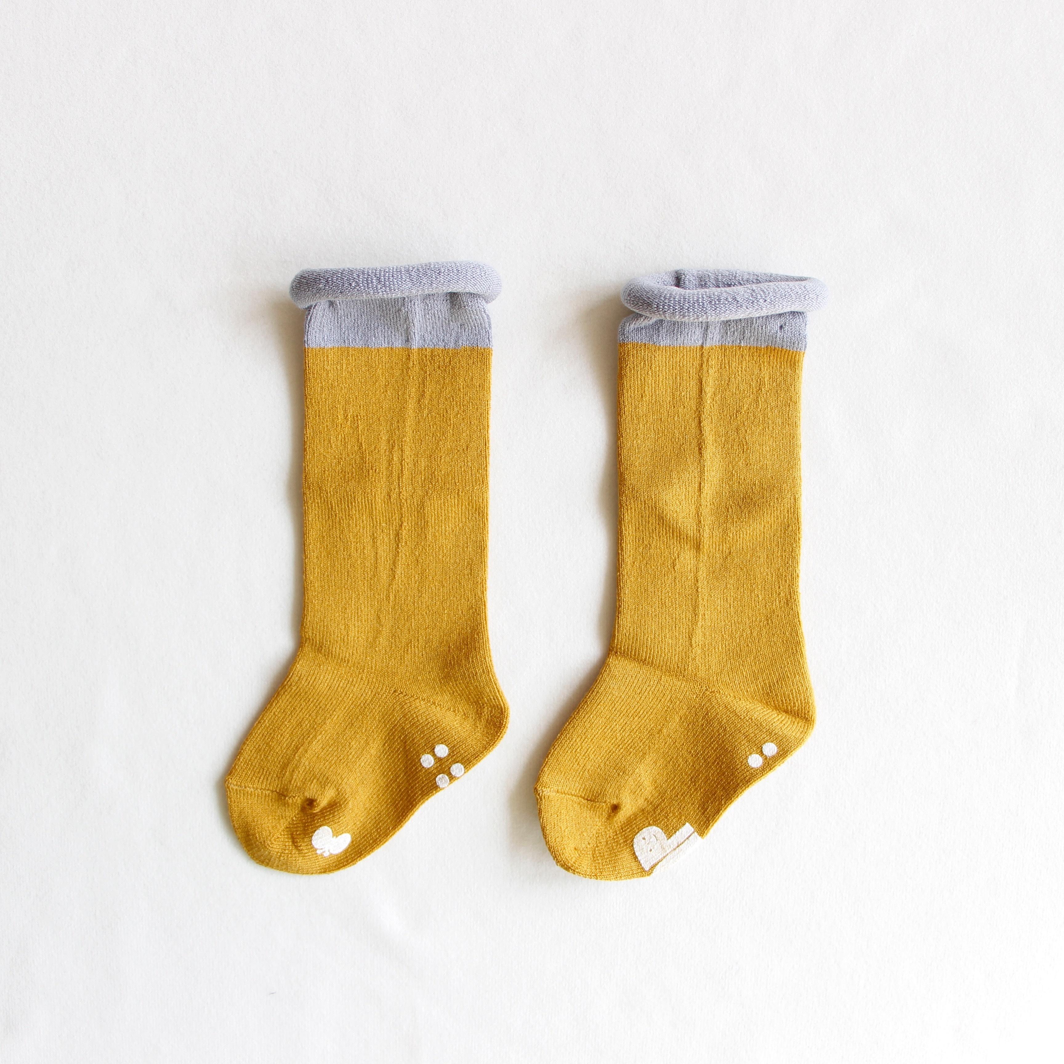 《mina perhonen 2018AW》duo ロングソックス / mustard