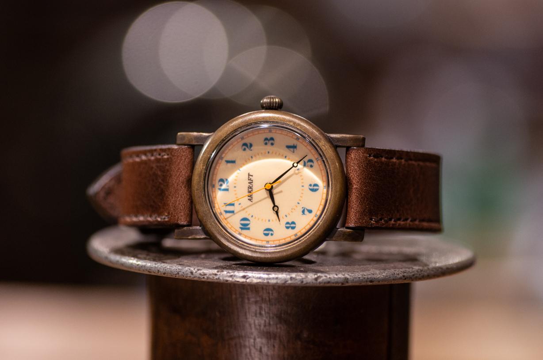 レトロ感とポップさを併せ持った腕時計(Franz Medium/店頭在庫品)