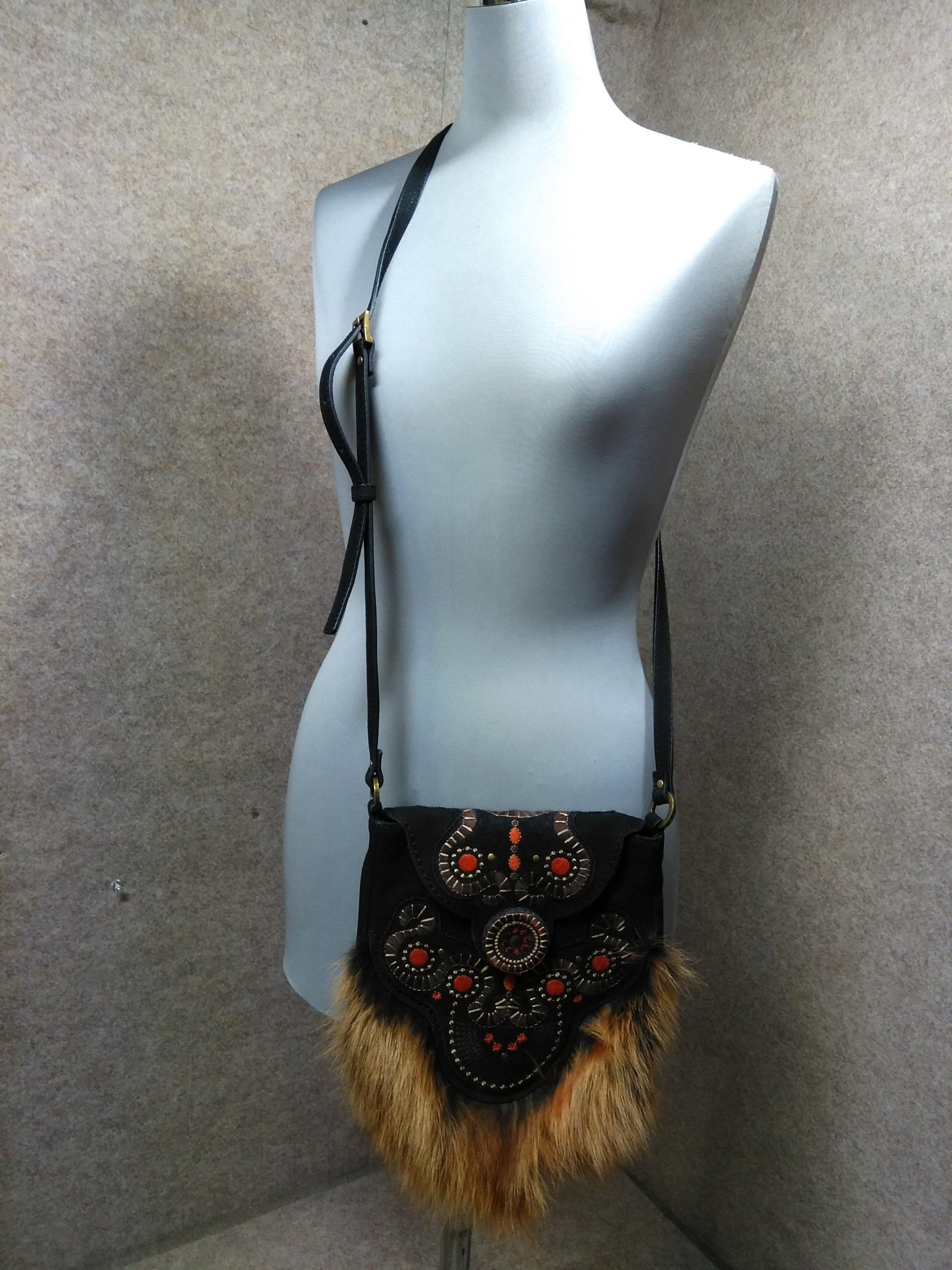 ヒロココシノ 革 毛皮 ショルダーバッグ エスニック刺繍 黒 u1068c