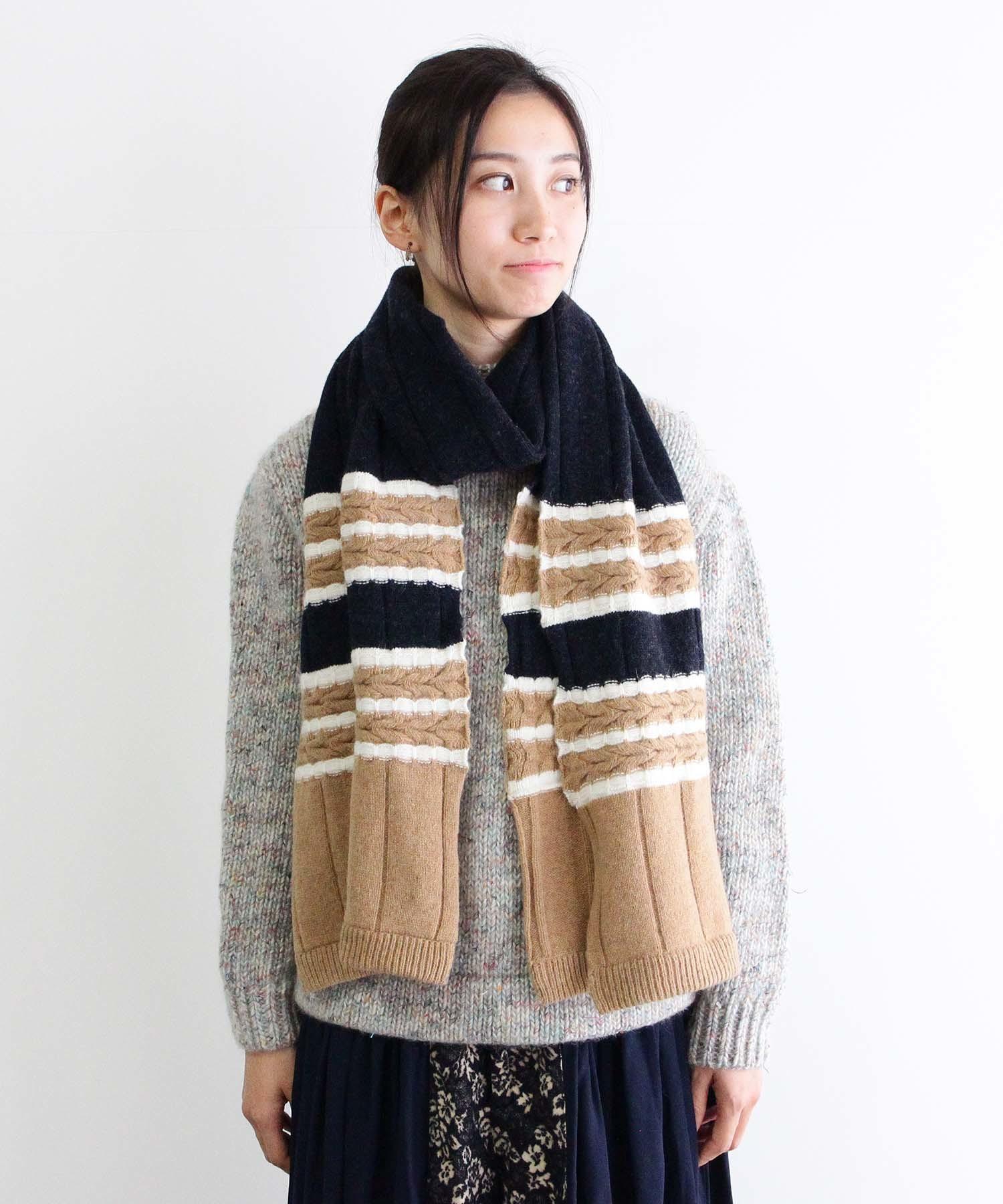 特殊なケーブル編みを編みこんだマフラー NVY