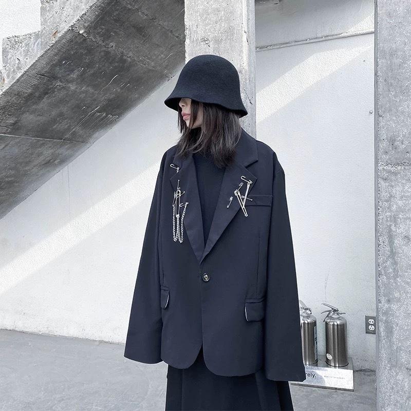 safety pin collor jacket