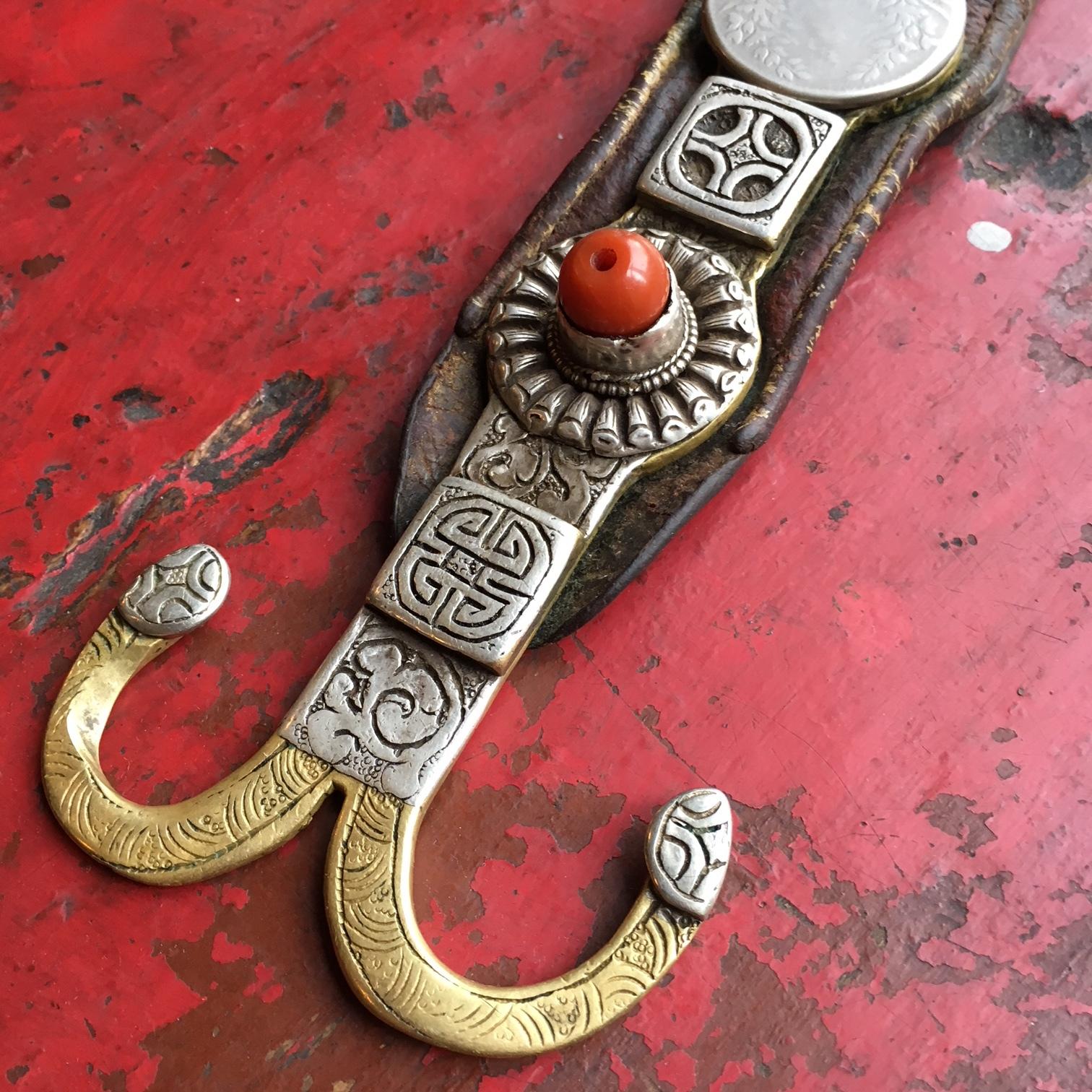 チベット装飾品ローズィ・ペマラカ付属
