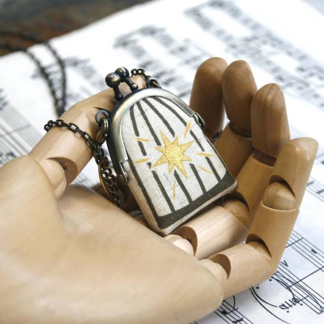 【受注製作】鳥かごがま口ミニ 翼のネックレス 茶色 - 金星灯百貨店