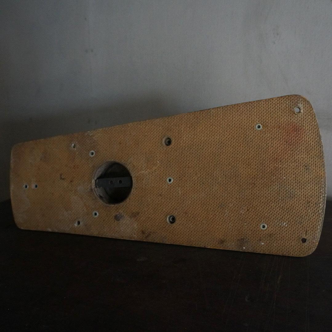 古いプジョーの壁掛けミル