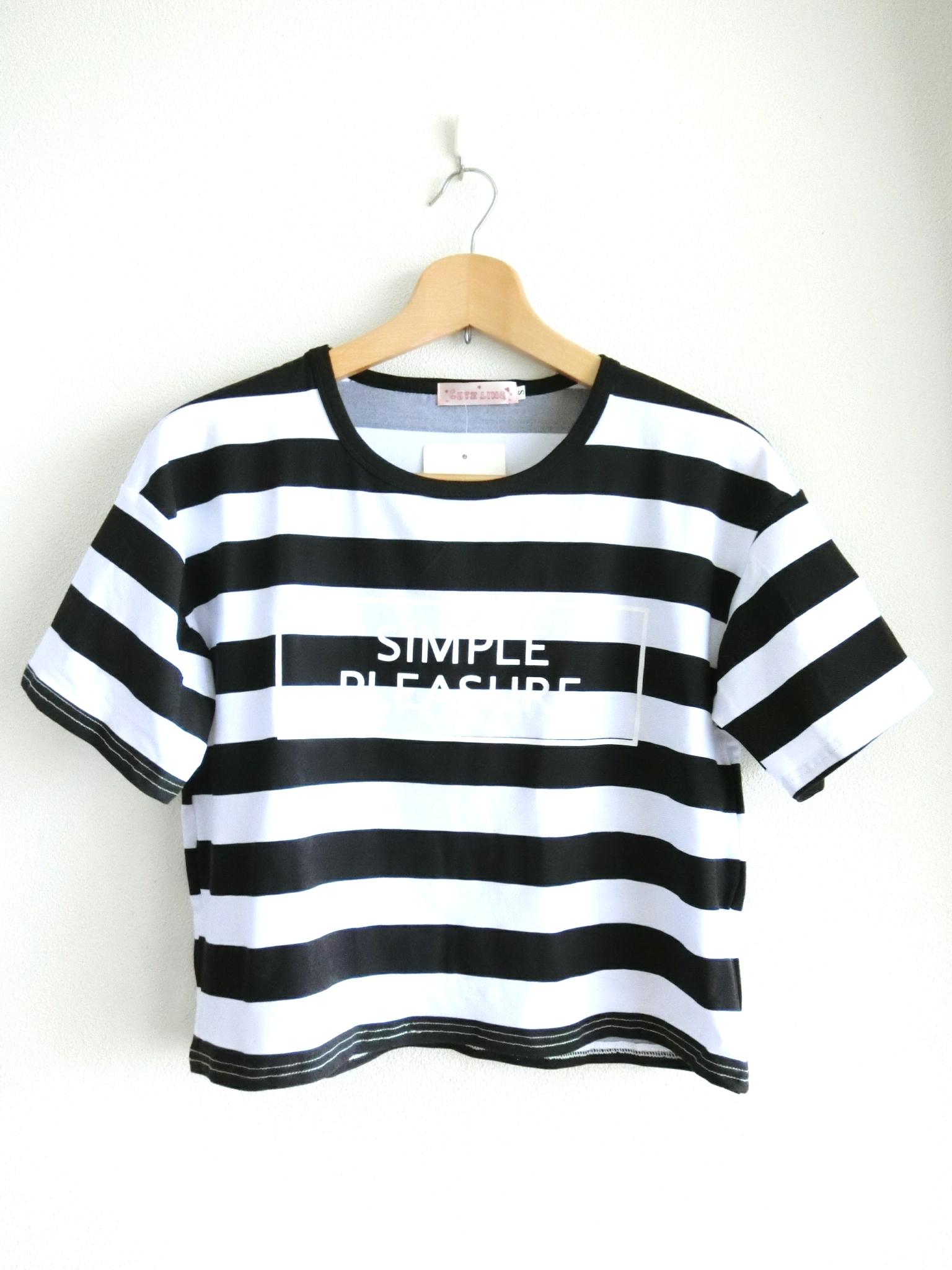 ショート丈のかわいいロゴ入りボーダーTシャツ