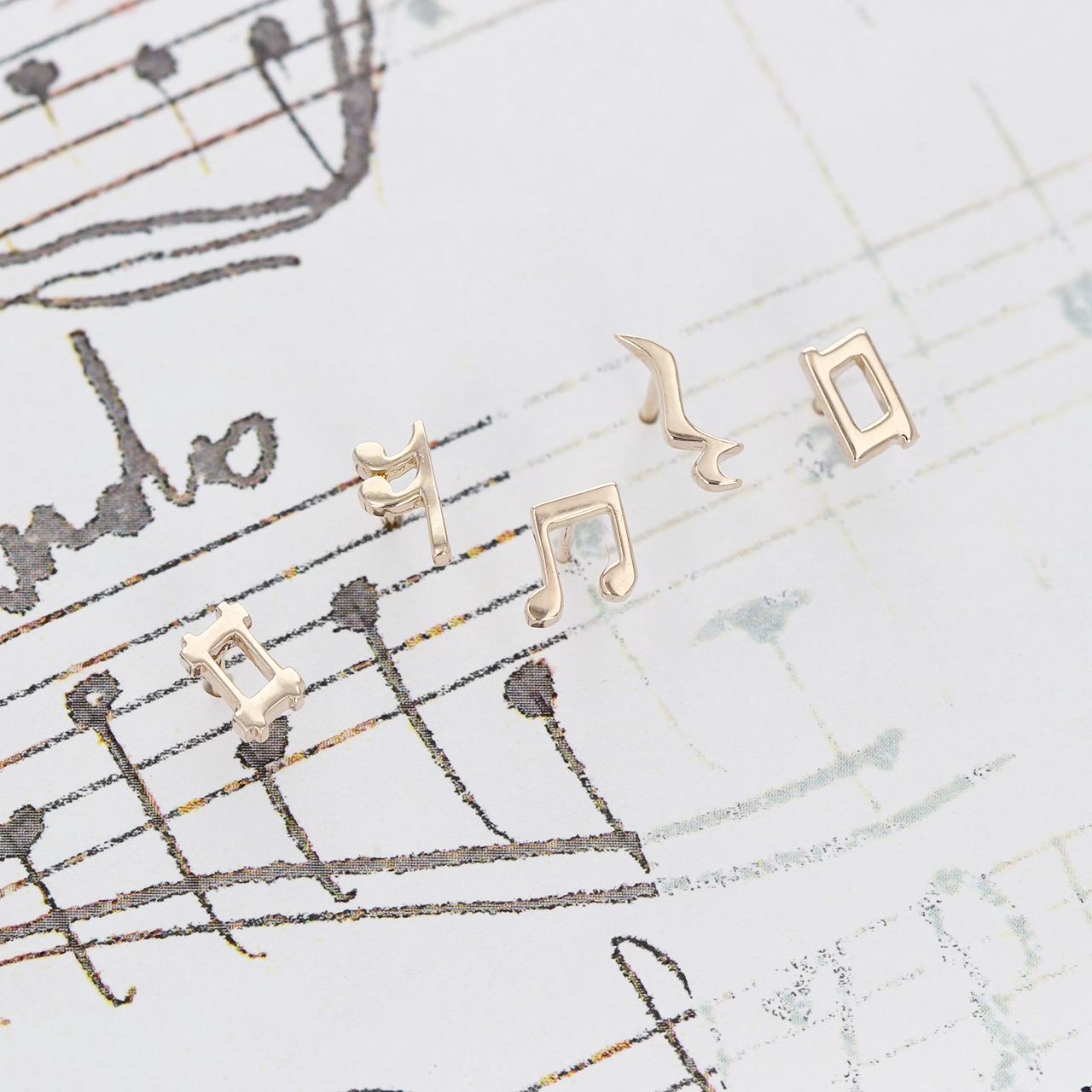 K10 / ピアス (片耳) / 音符のデザイン 少し小さいスタッドピアスシリーズ(5本セット)