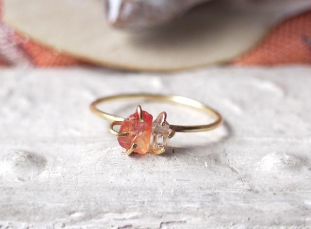 原石のオレンジサファイアとダイヤモンドクォーツのリング