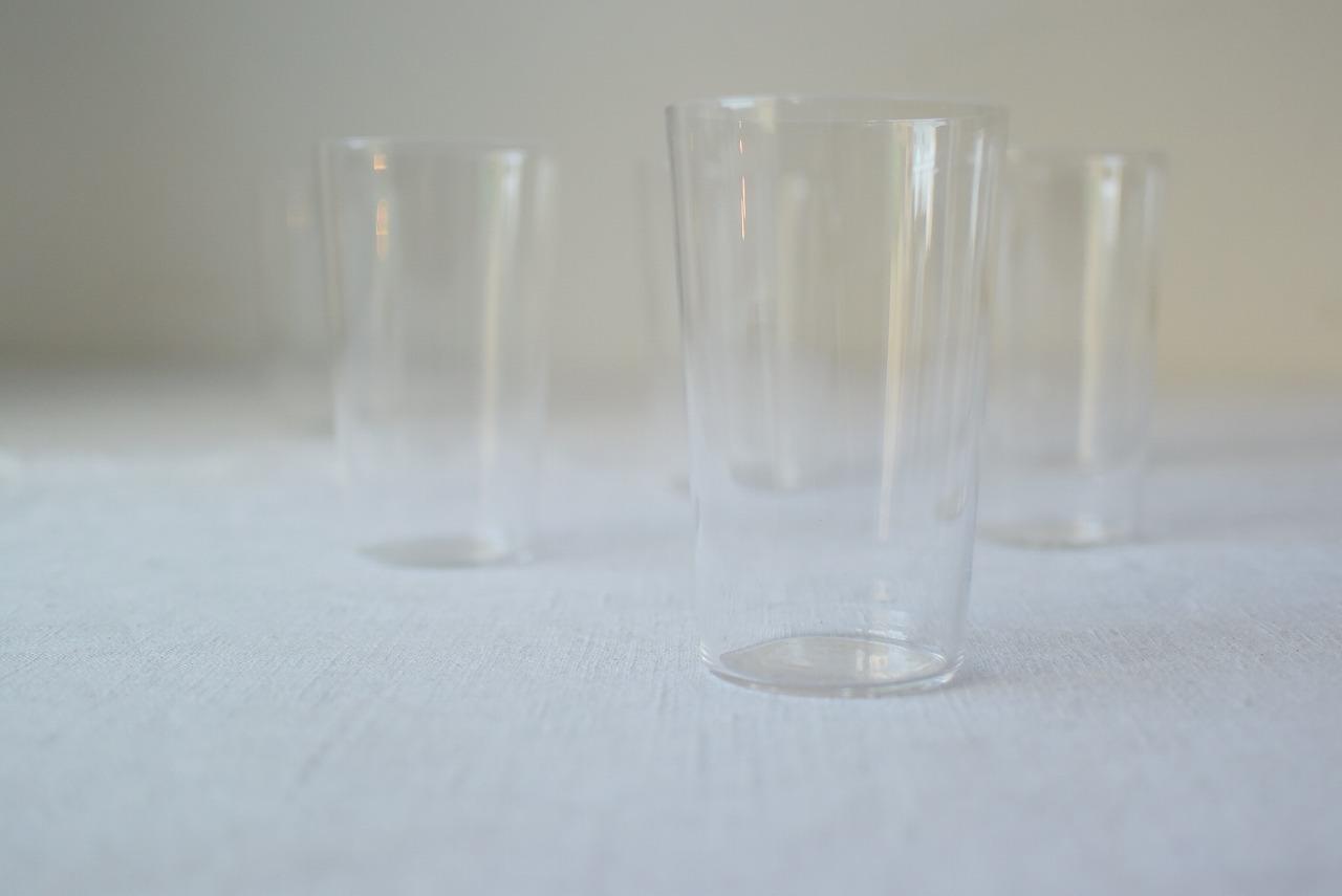 薄造りのガラスコップ