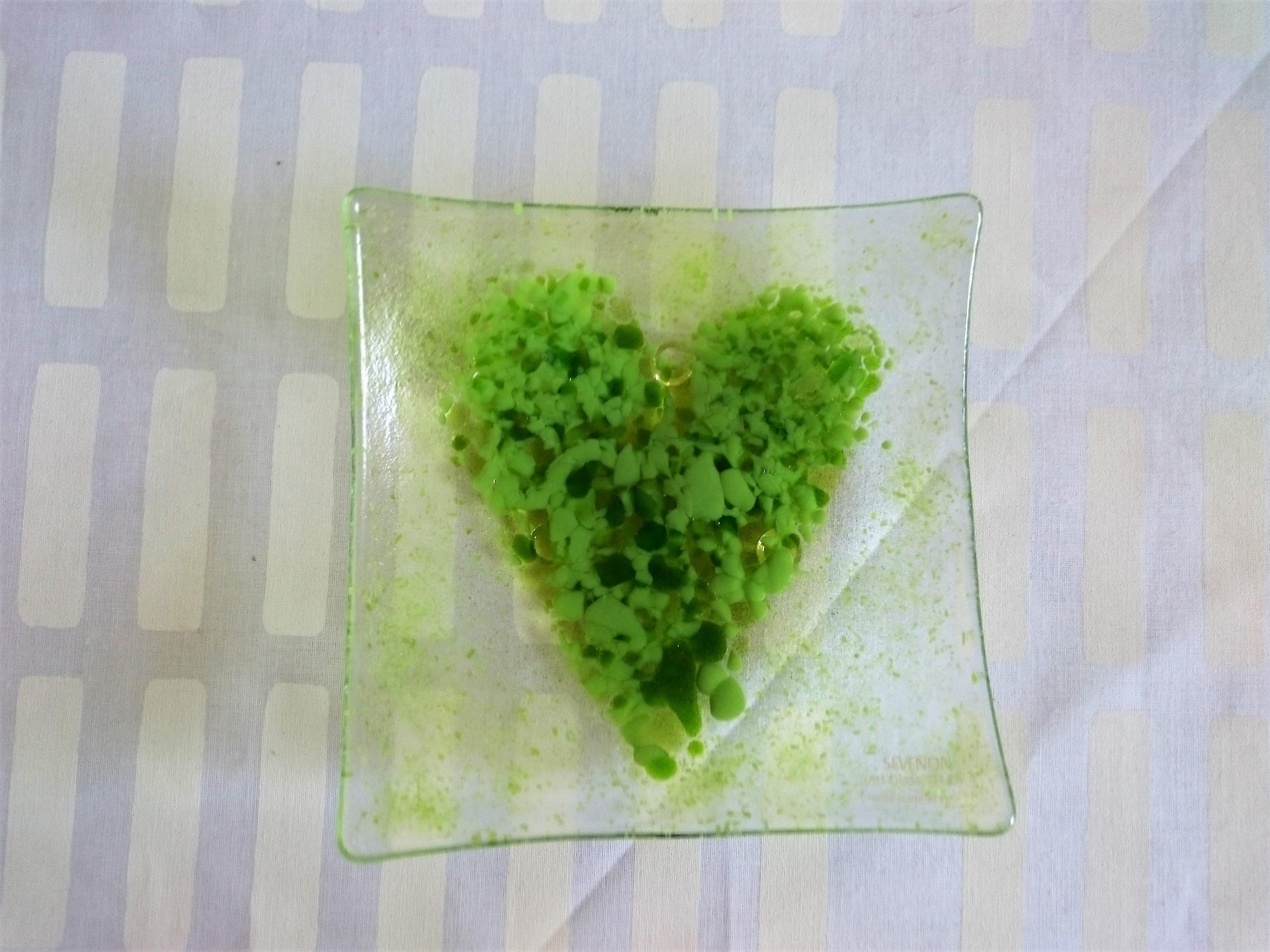 フィンランド製 ガラスデザインプレート  / SEVENON Art Glass STUDIO / 北欧の緑のハート