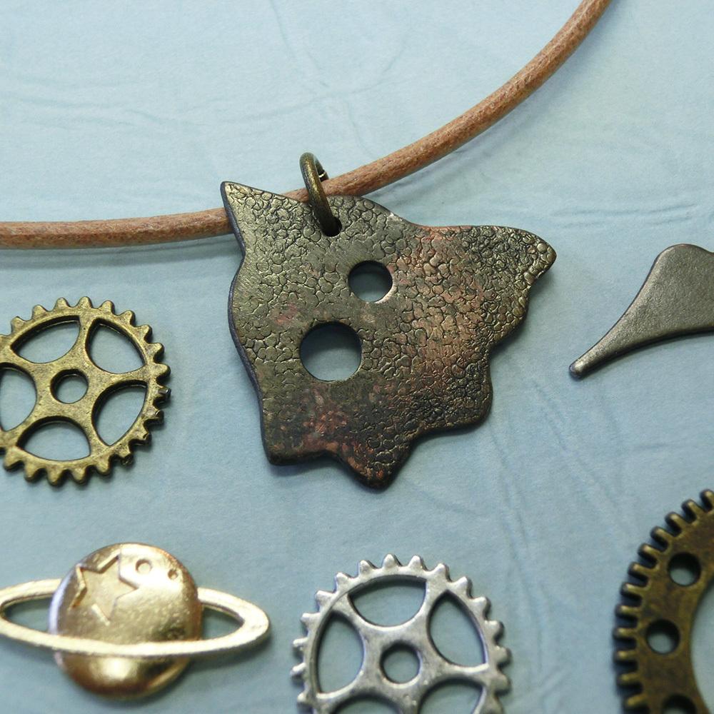 【宇宙人】e    真鍮 ペンダントトップ ※革紐やチェーンは付属いたしません #1339ハ