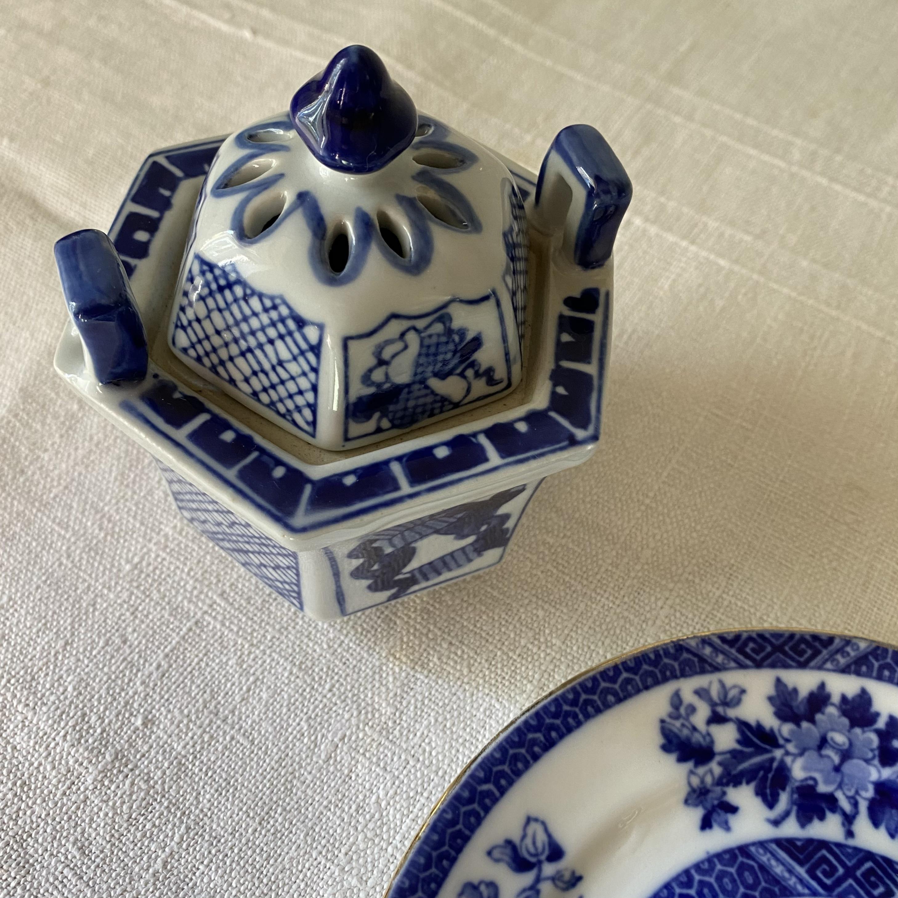 ブルーの香炉