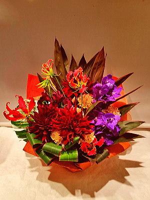 ar049 フラワーアレンジ 赤・紫系