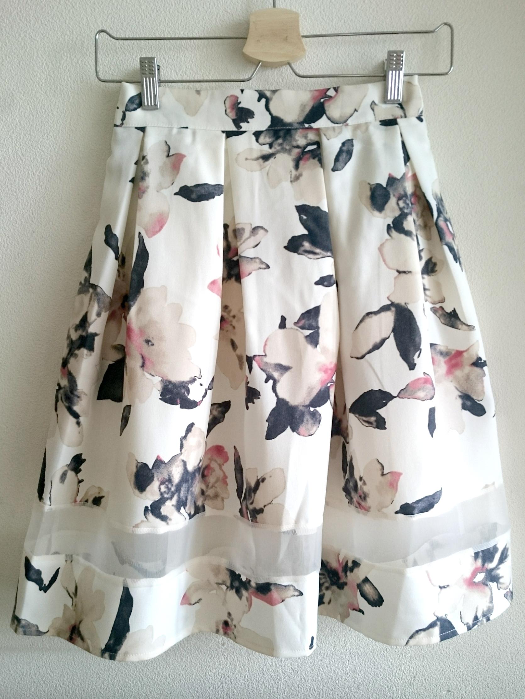 裾シースルーのお花柄大人スカート オフホワイト