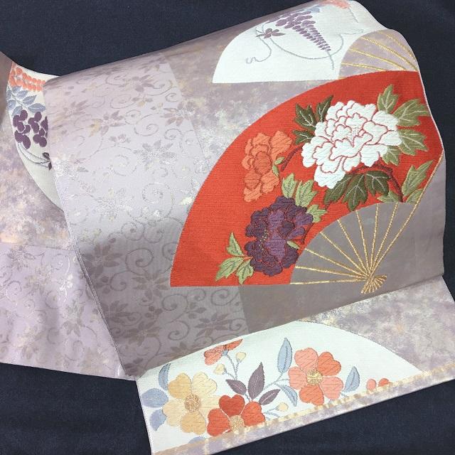 袋帯 薄紫に紅白扇 牡丹・藤・桜 季節の花 引箔と花唐草のコンビ 六通