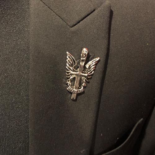 十字架デザインラペルピン