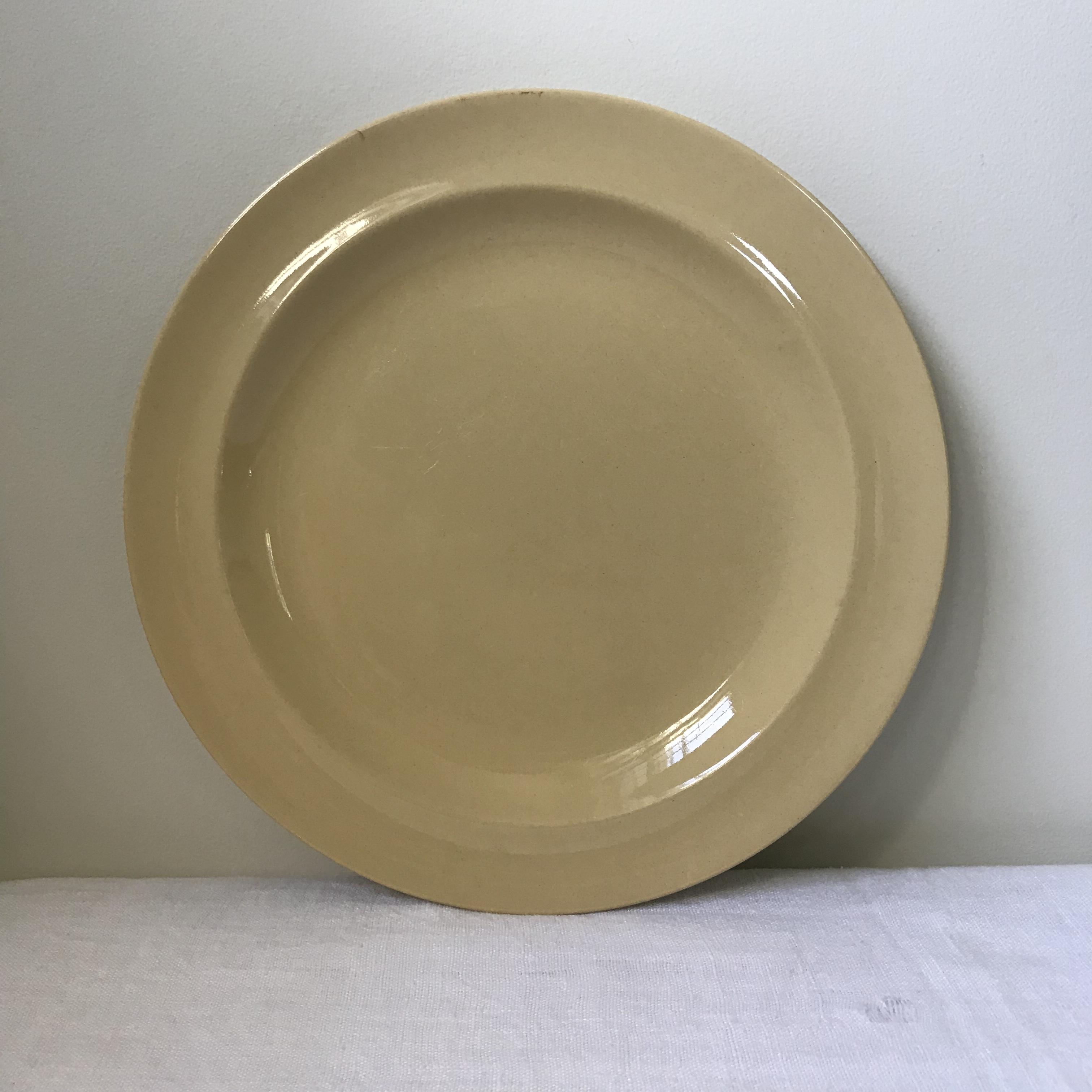 Wedgwoodのクリームイエローのお皿