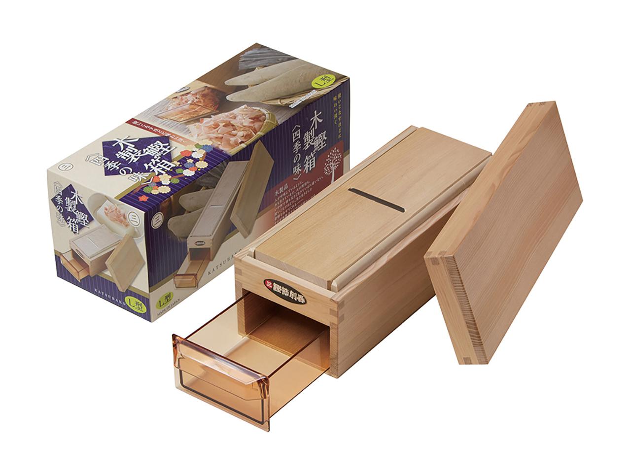 鰹節削り器 「鰹箱 四季の味L」 すべり止めシール付(shop限定セット)