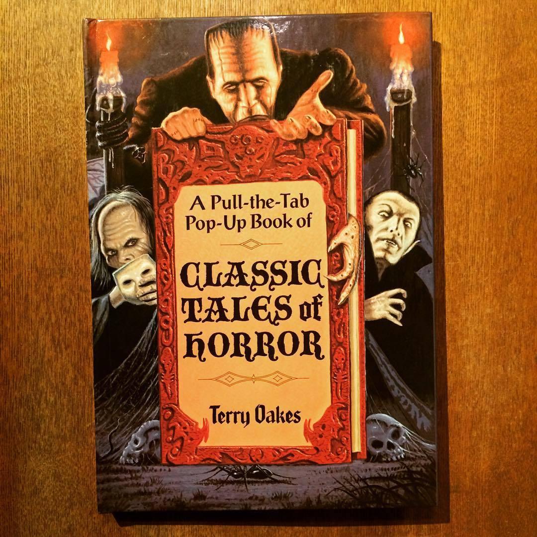 ポップアップ絵本「A Pull-the-Tab Pop-Up Book of Classic Tales of Horror/Terry Oakes」 - 画像1