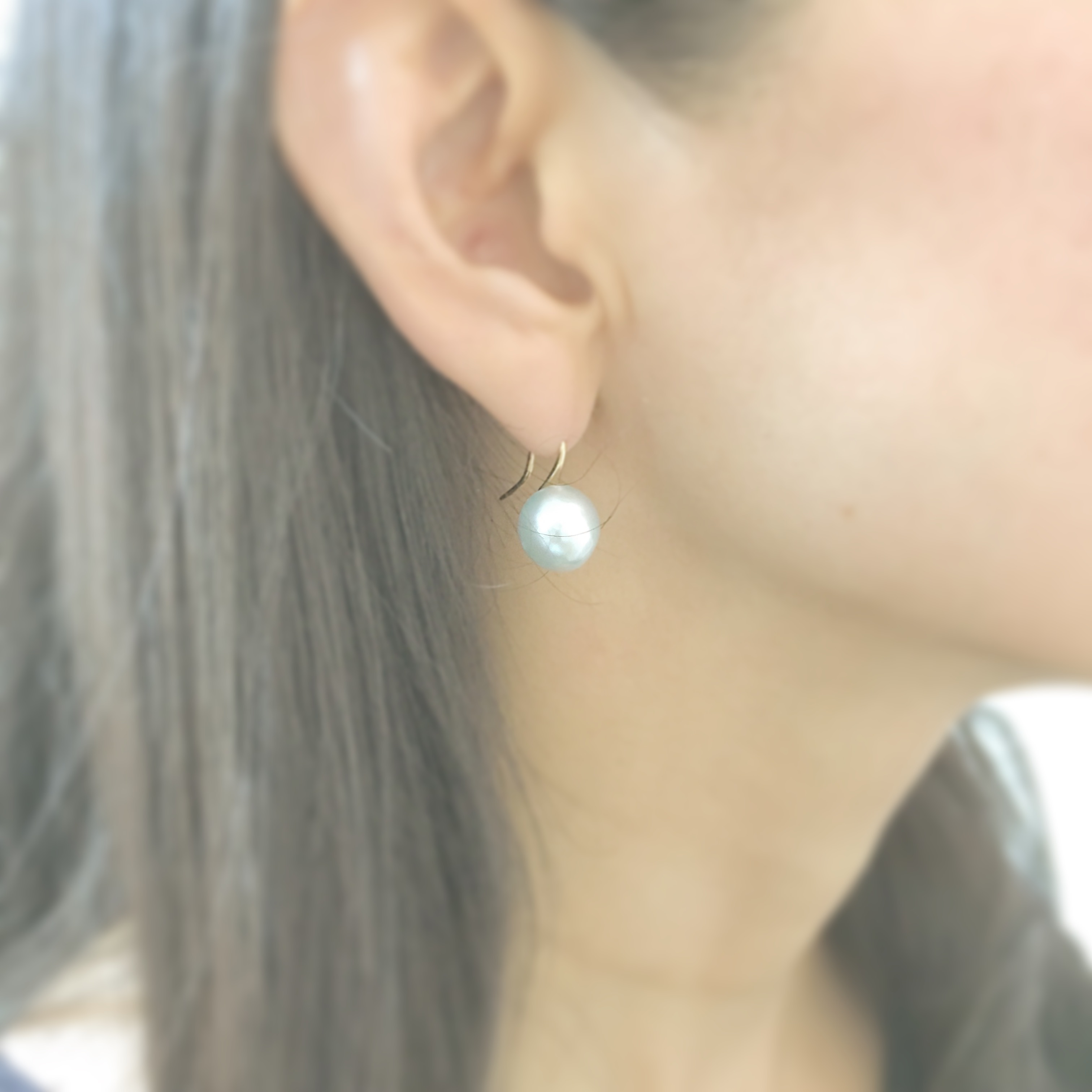 Hook Style K18 Natural Blue Akoya Pearl Pierce