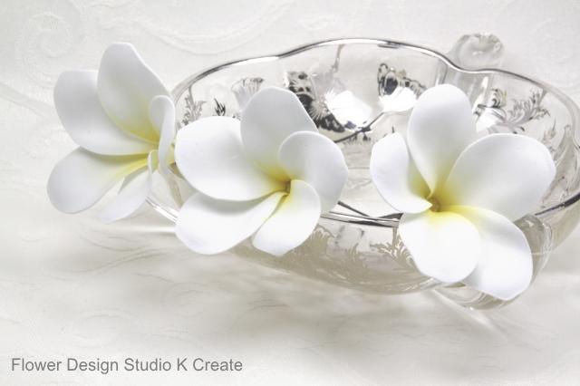 ウェディング&フラダンスに♡プルメリアのUピン(WH) アーティフィシャルフラワー 造花 ハワイ 髪飾り 浴衣