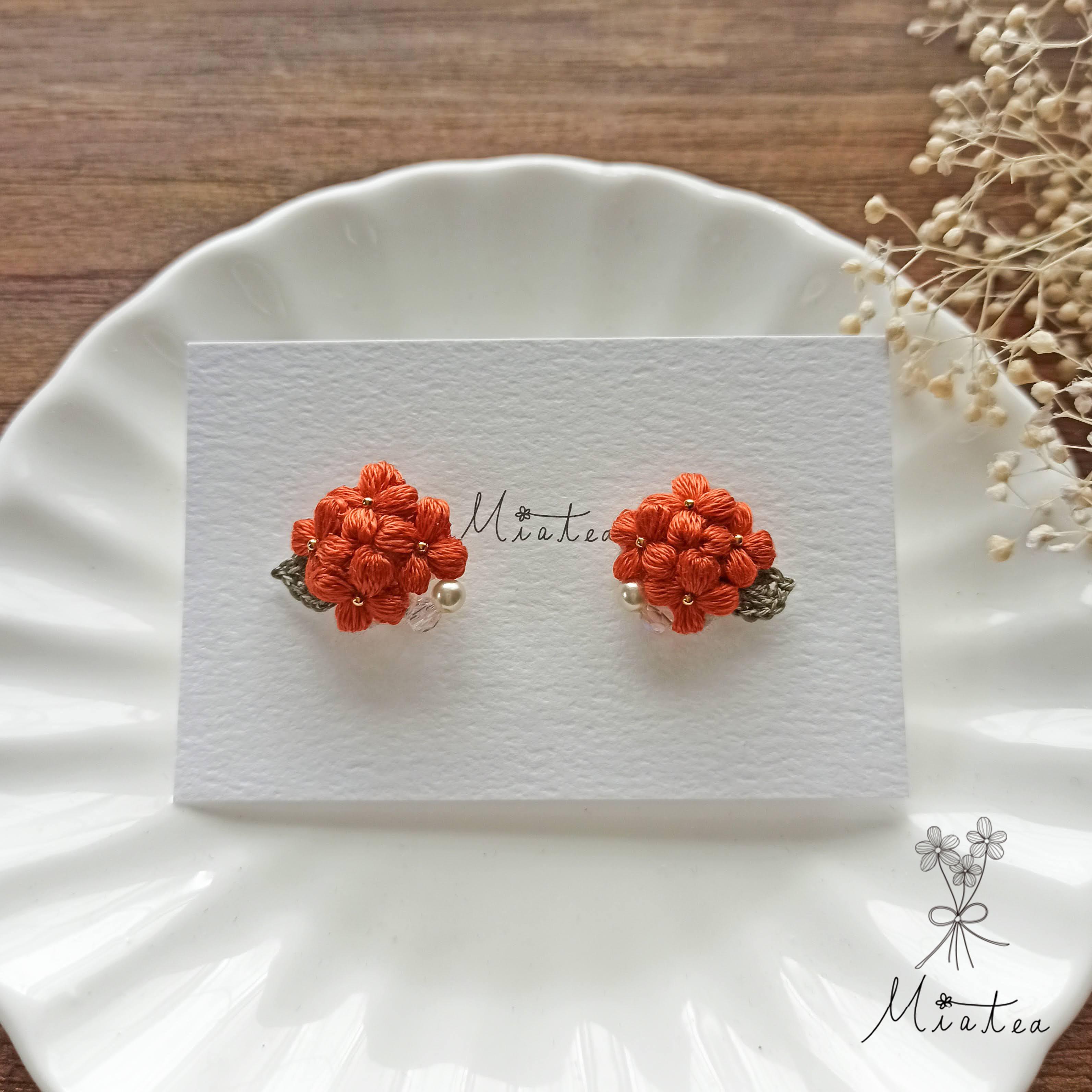 キンモクセイ*刺繍糸のお花ピアス/イヤリング
