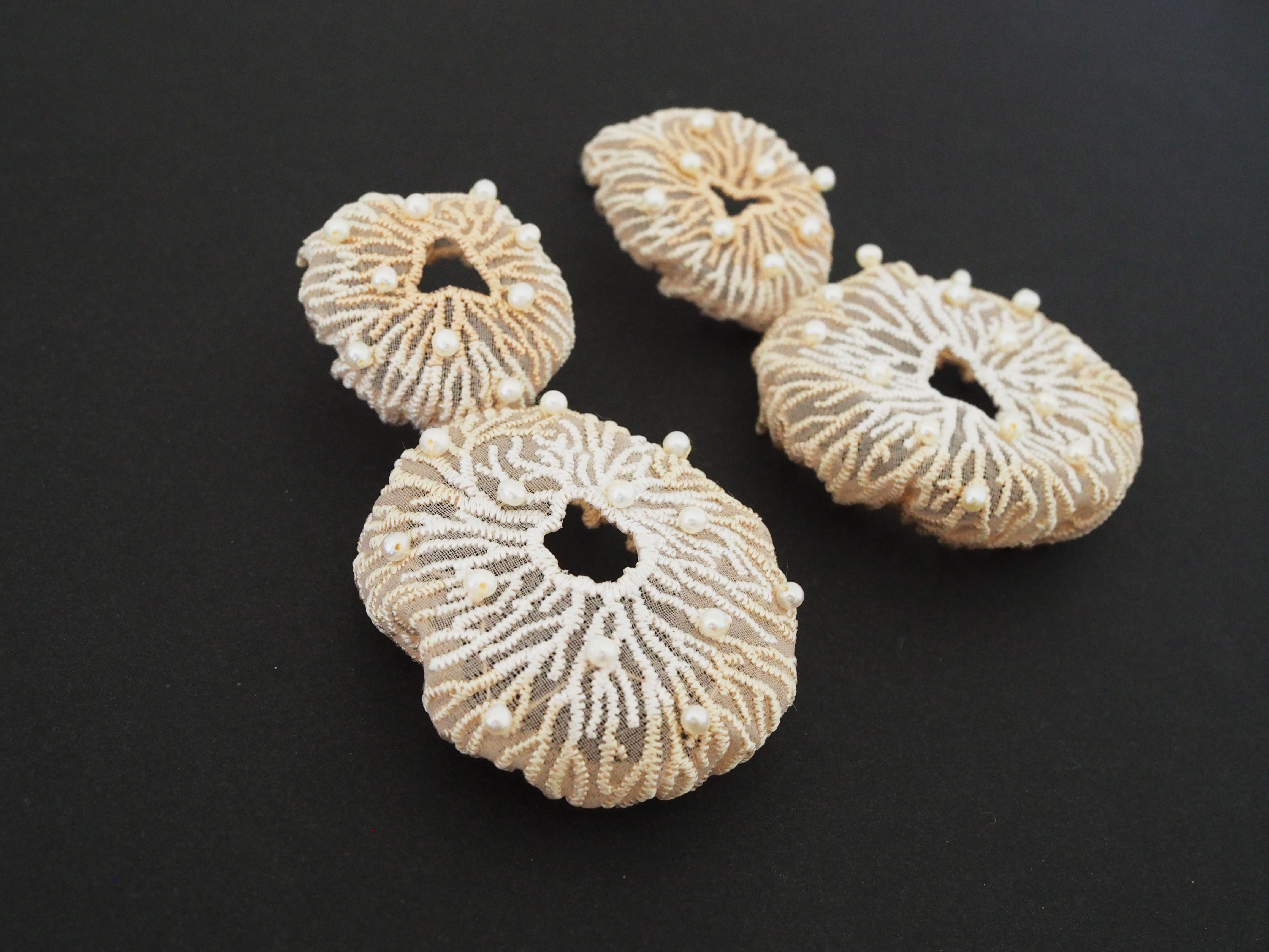 ARRO / Embroidery earing / CORAL EGG PEARL / ECRU