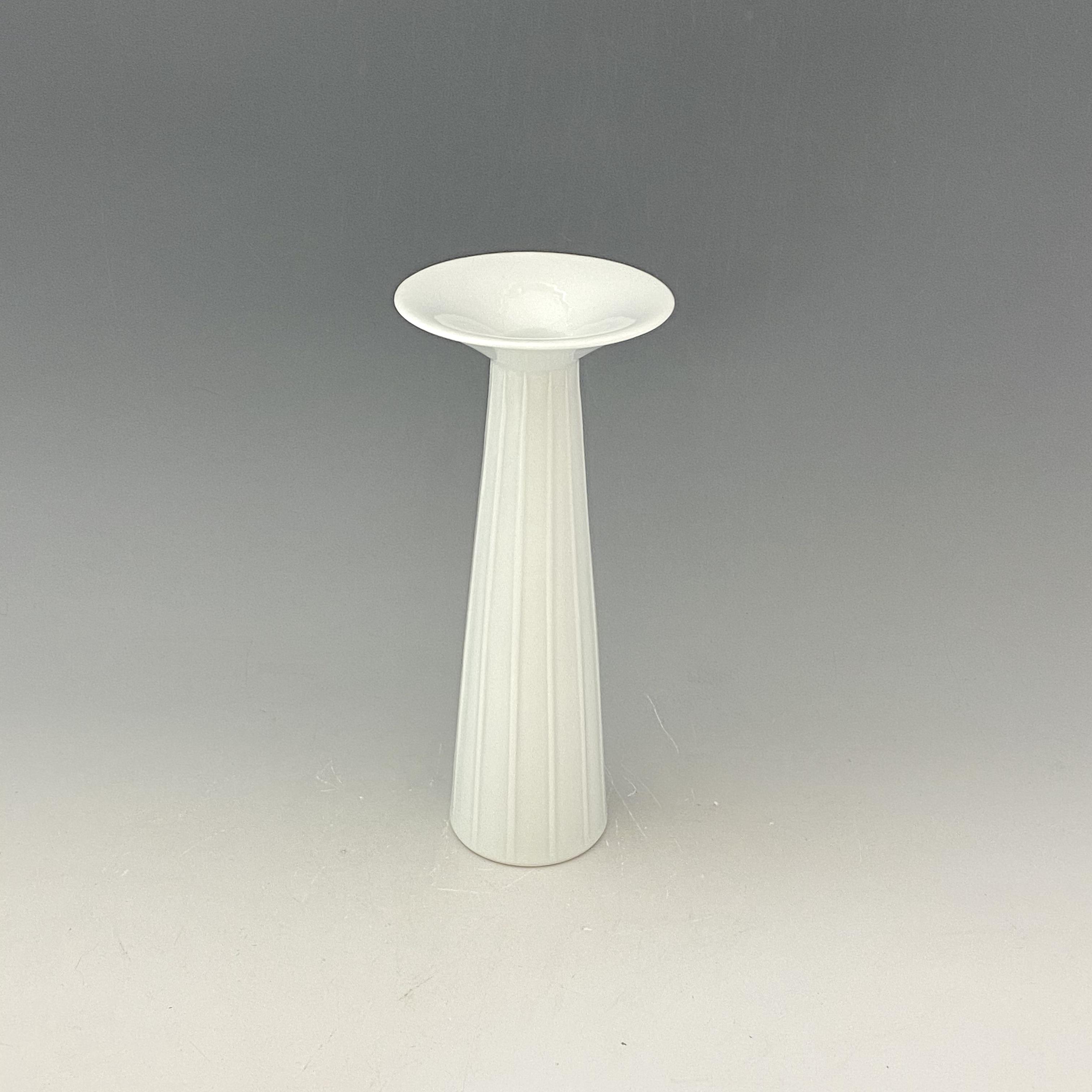 【中尾恭純】白磁線彫花器