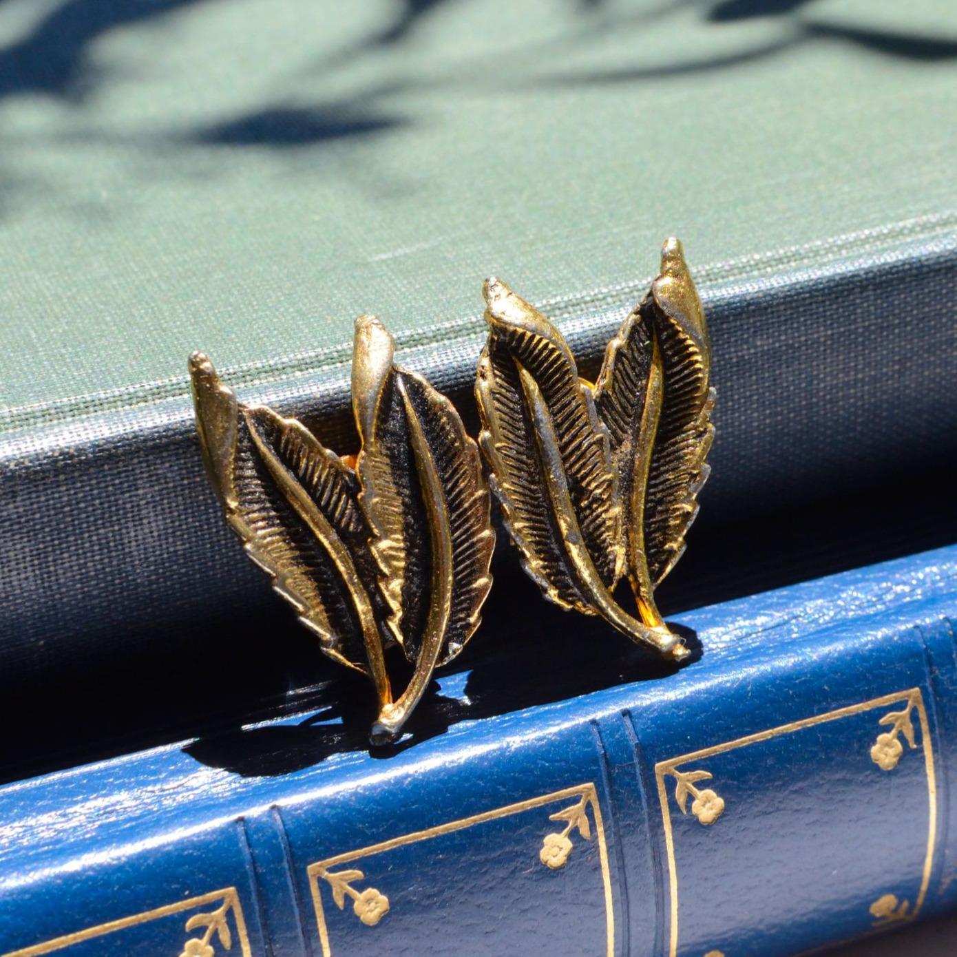 羽モチーフのクールなヴィンテージイヤリング