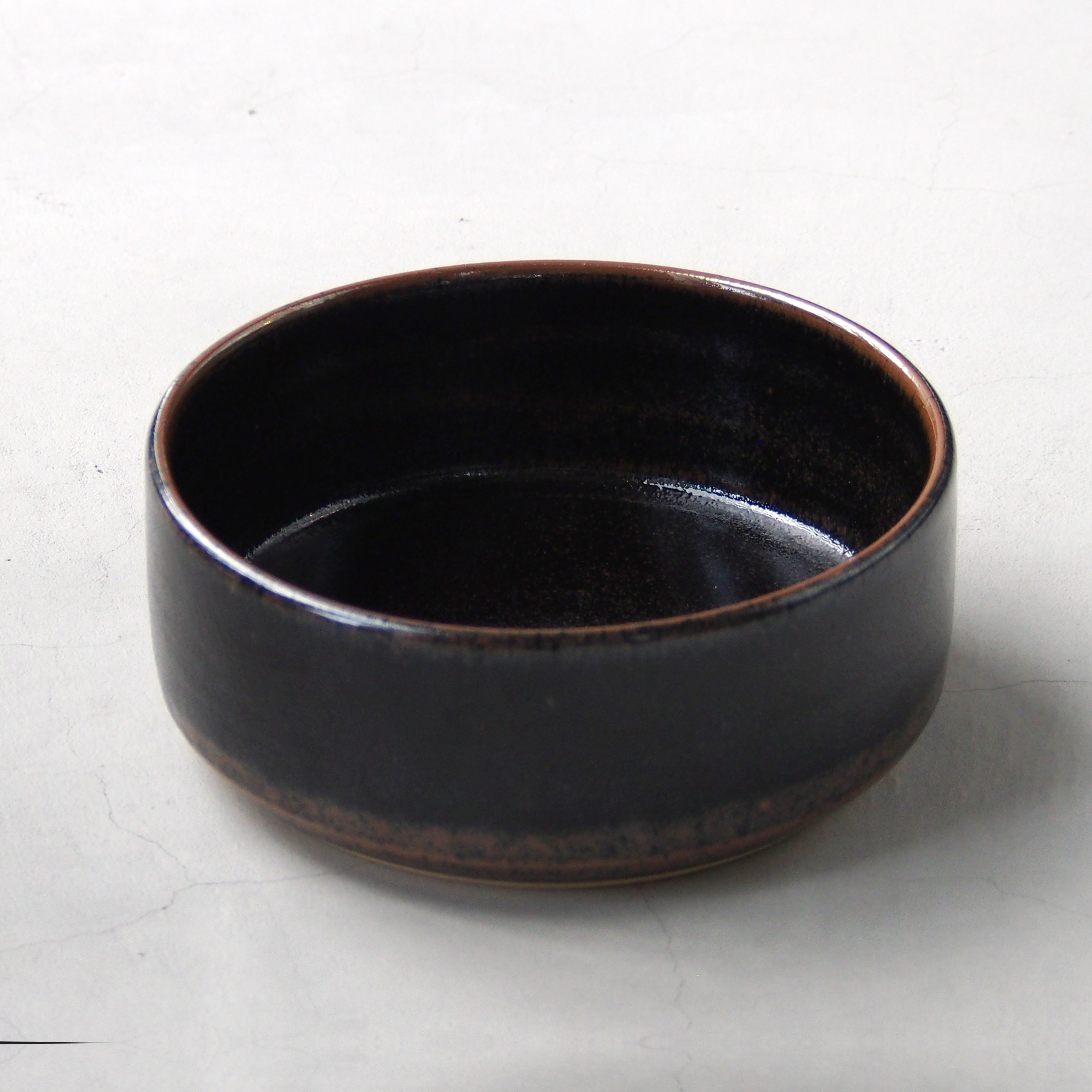 出西窯 深切立鉢7寸 黒