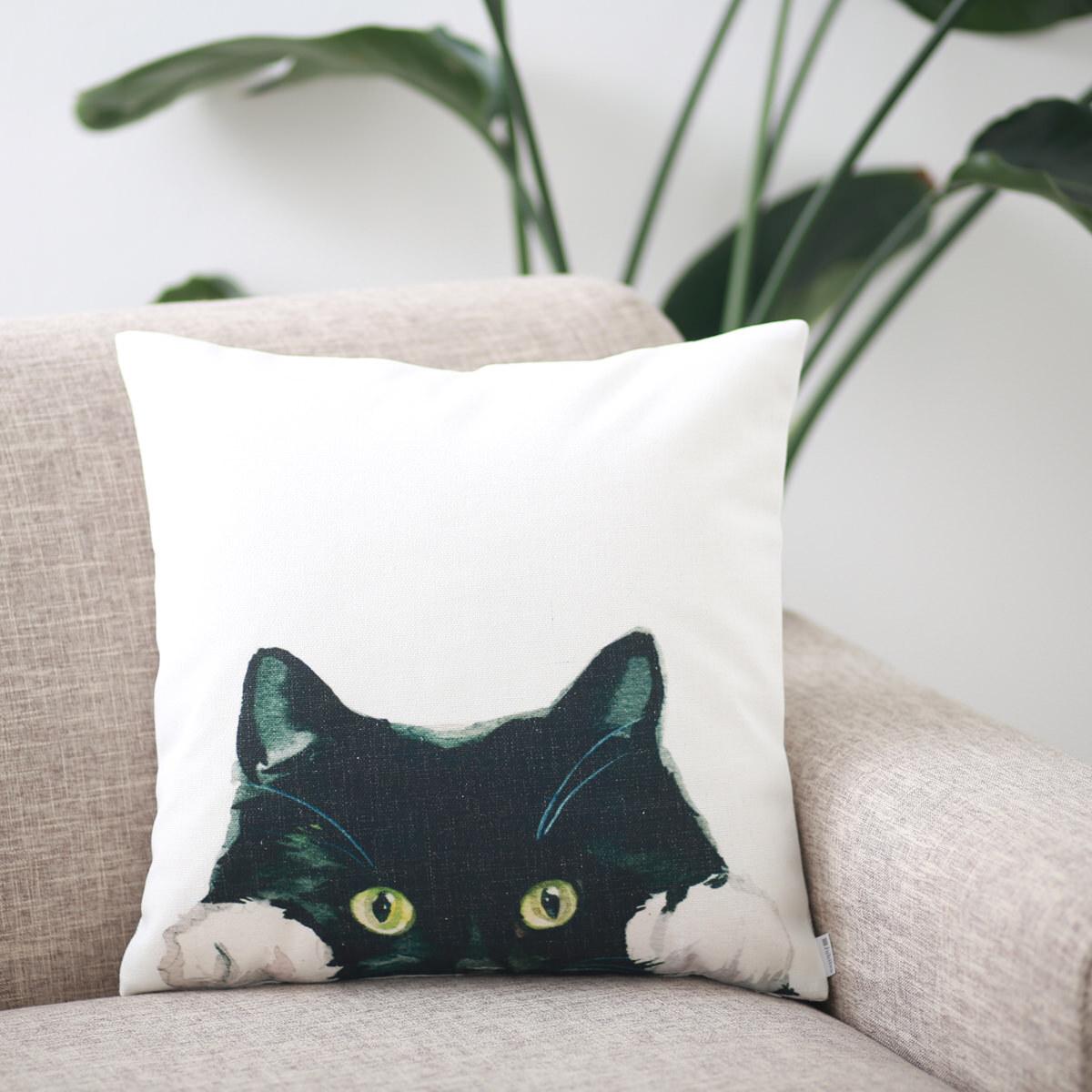 クッションカバー CAT LOOKING AT ME