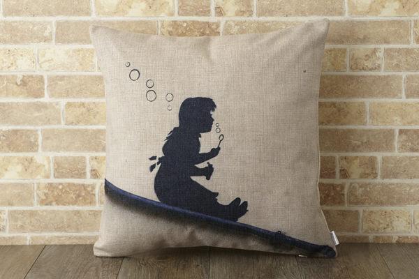 バンクシー Banksy クッションカバー スロープガール