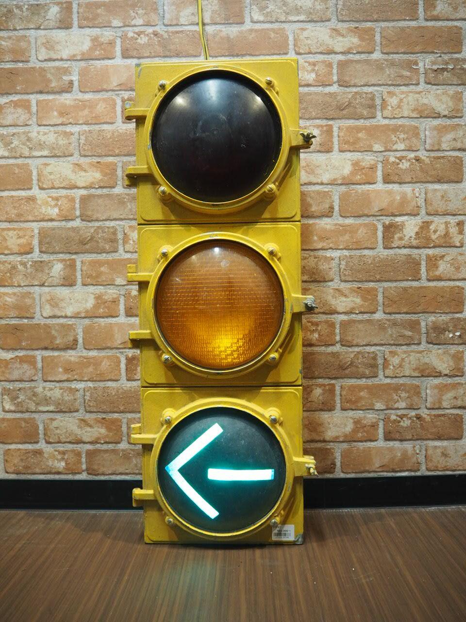品番0386 信号機 / Signal 011