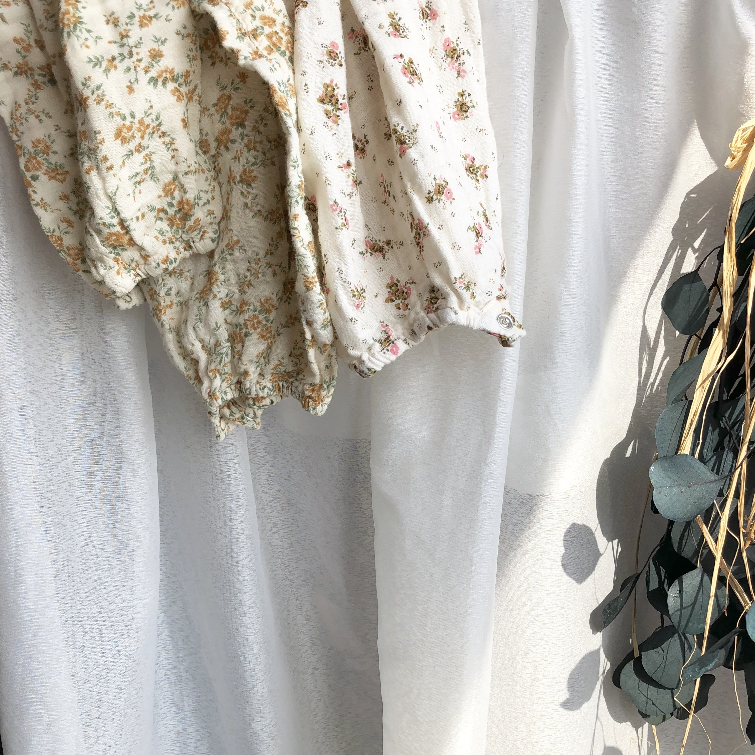 《 124 》Floral rompers