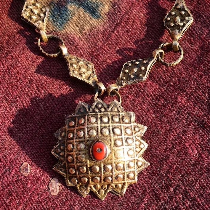 ブータン 鍍金コマ ネックレス