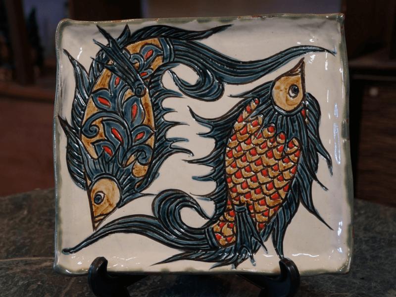 線彫り魚紋の角皿(白) 金城陶器秀陶房 やちむん