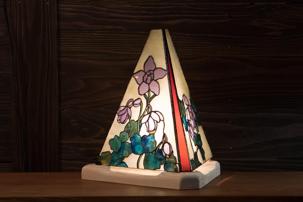 初夏の装い(オダマキ)(ステンドグラスのテーブルランプ) 01020302