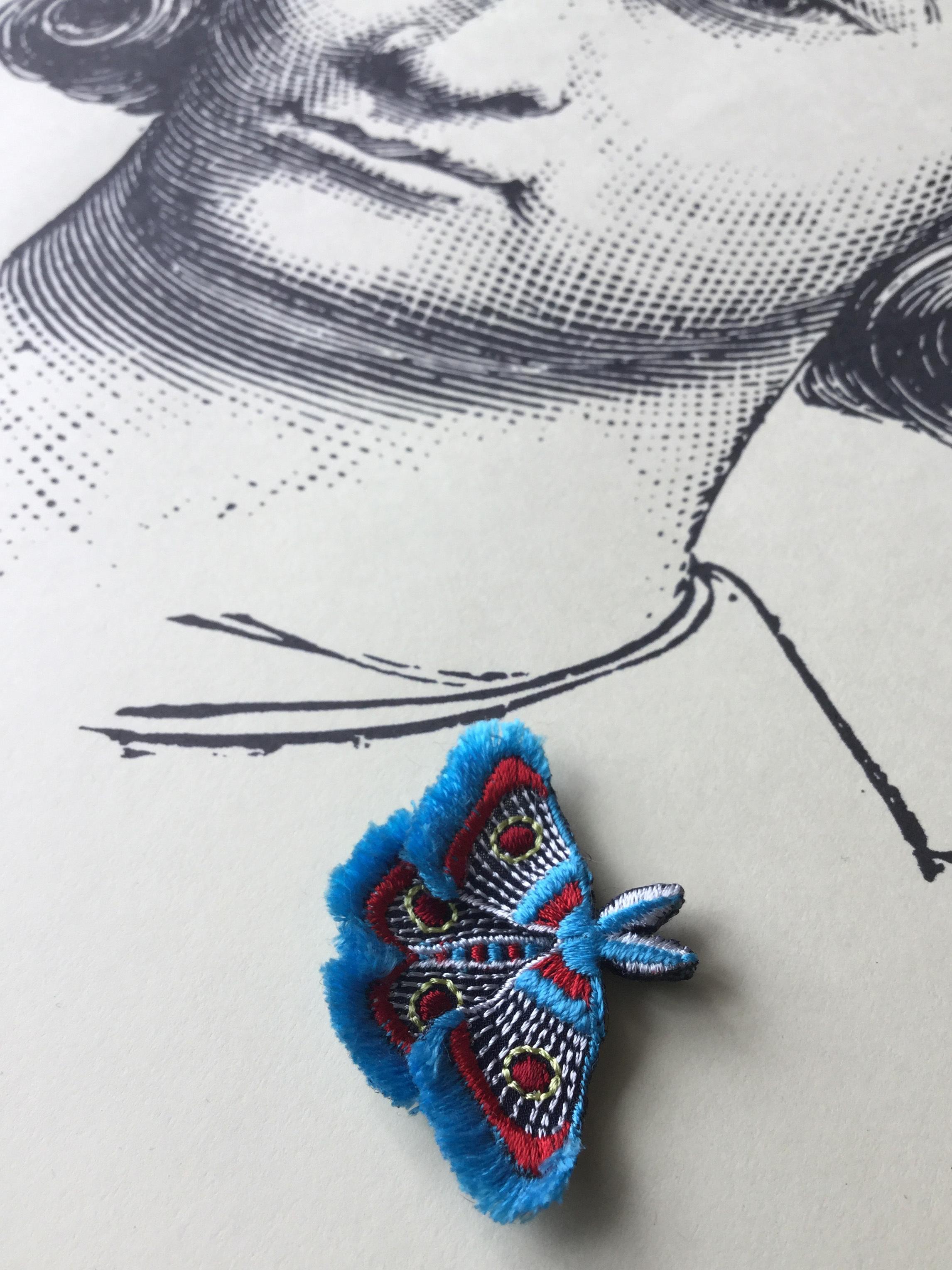 ARRO / 刺繍 ブローチ / MOTH / turquoise
