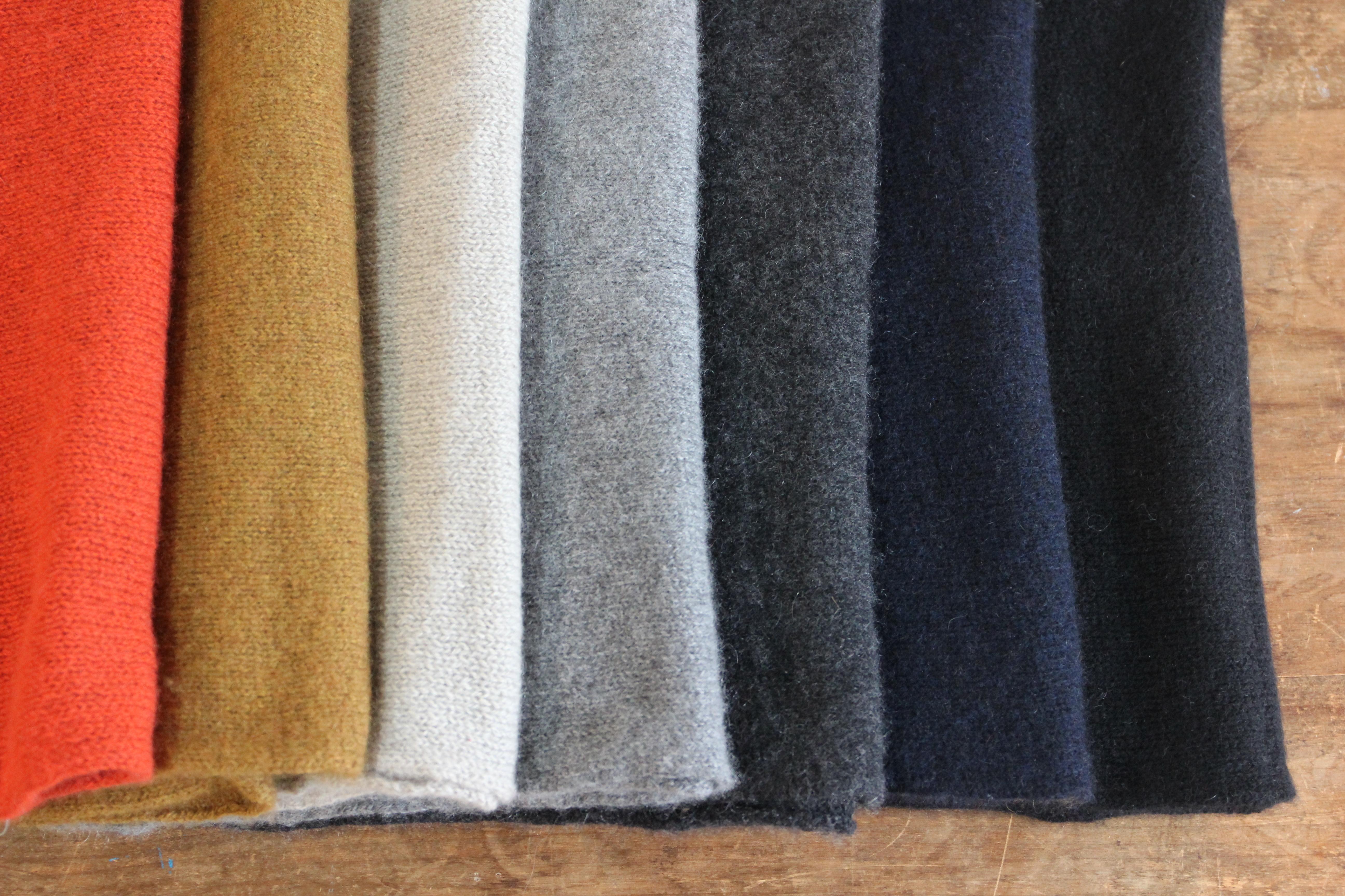 手編み機で編んだ カシミヤセーブルの【細巾ストール】モカベージュ