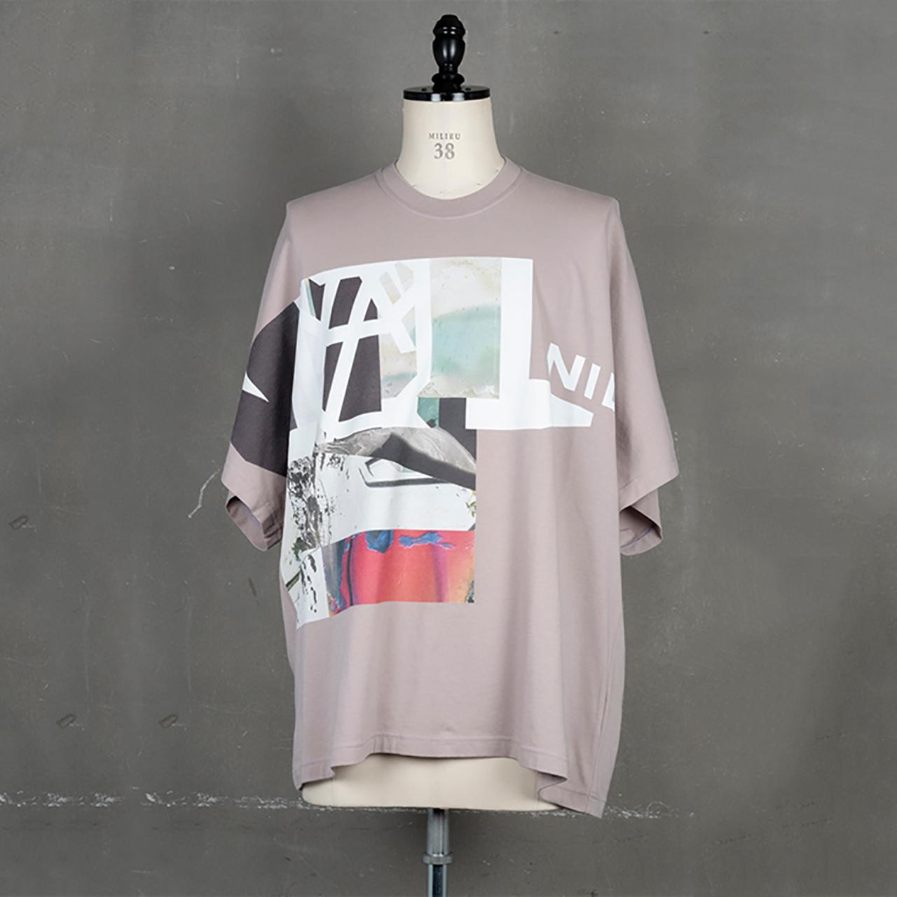[ 2021 春夏 予約商品 ] 740CPM7-SMOKY PINK / NILøS プリント Tシャツ ver.5 / 1月入荷予定