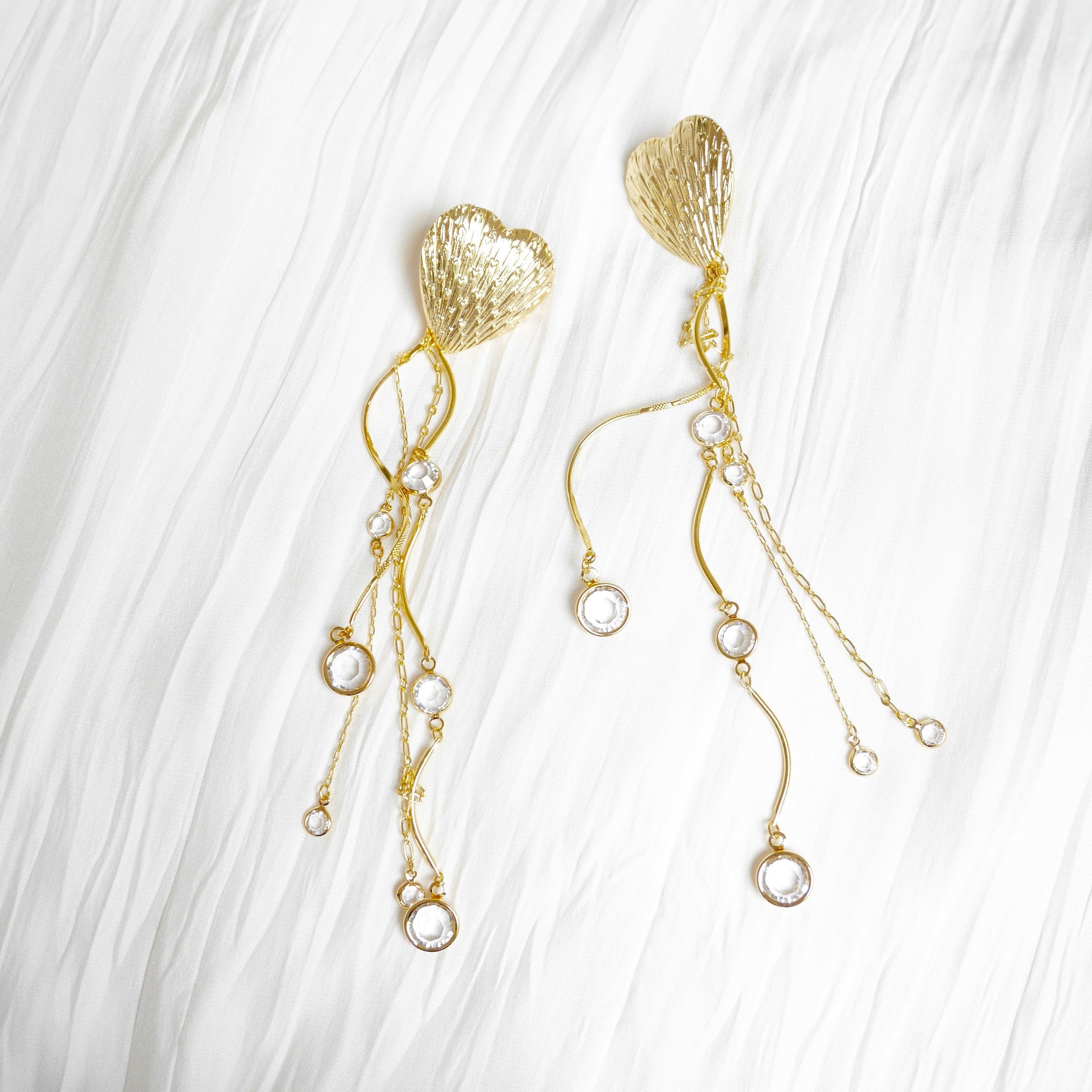 HEART-TWISTINGREED EARRING