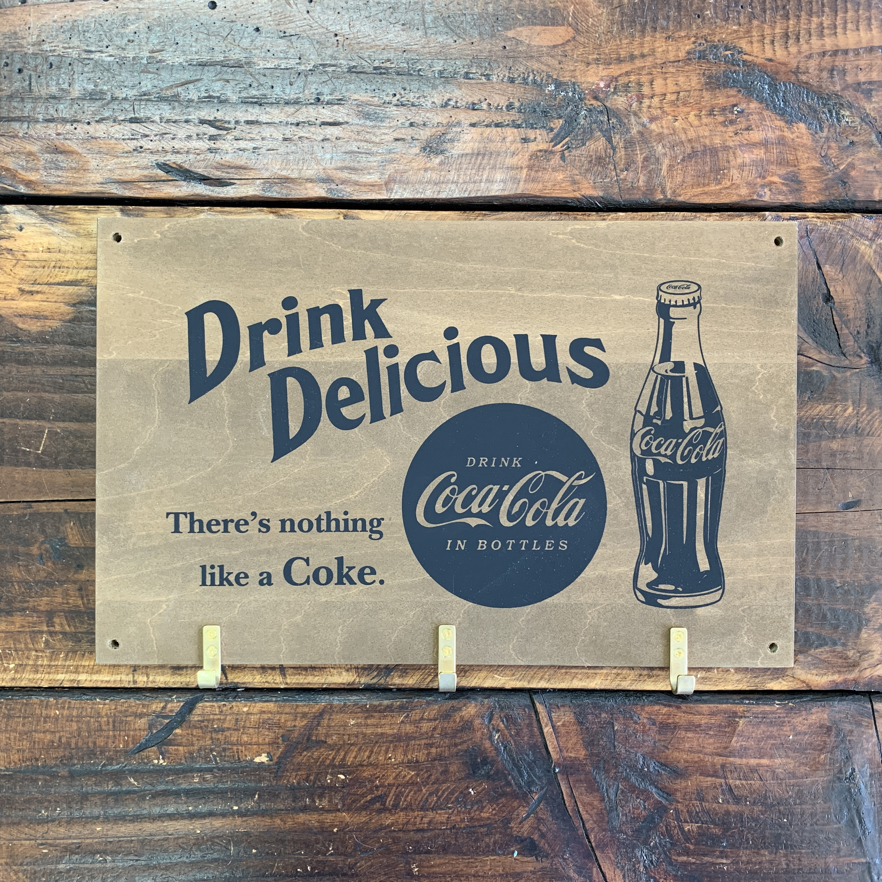 コカコーラ・ウッデン・フックボード・木製ウォールハンガー・壁掛け (B)