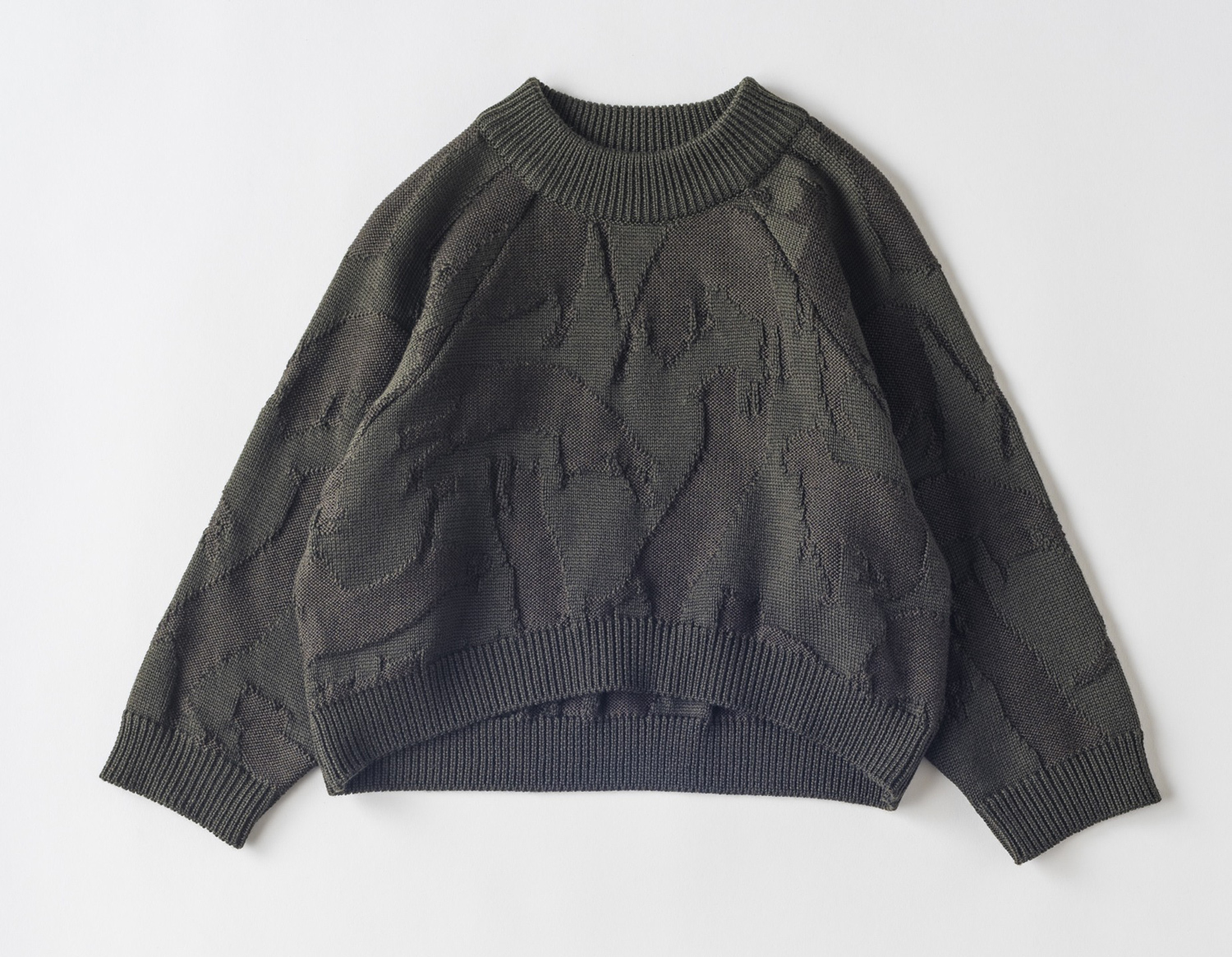 【EAST END HIGHLANDERS】  cat patter sweater カーキ
