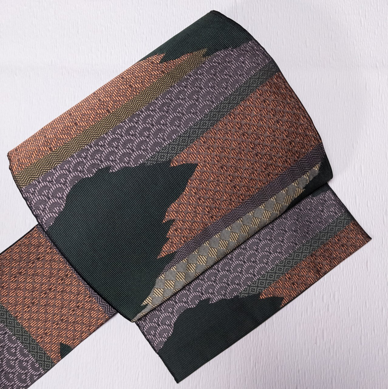 【未使用】8寸名古屋帯 交織 破れ横段 菱文 青海波 織出し 濃い深緑ベース