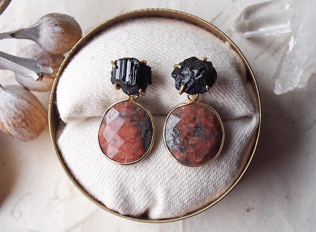 2way:原石のトルマリンとロードナイトのピアス