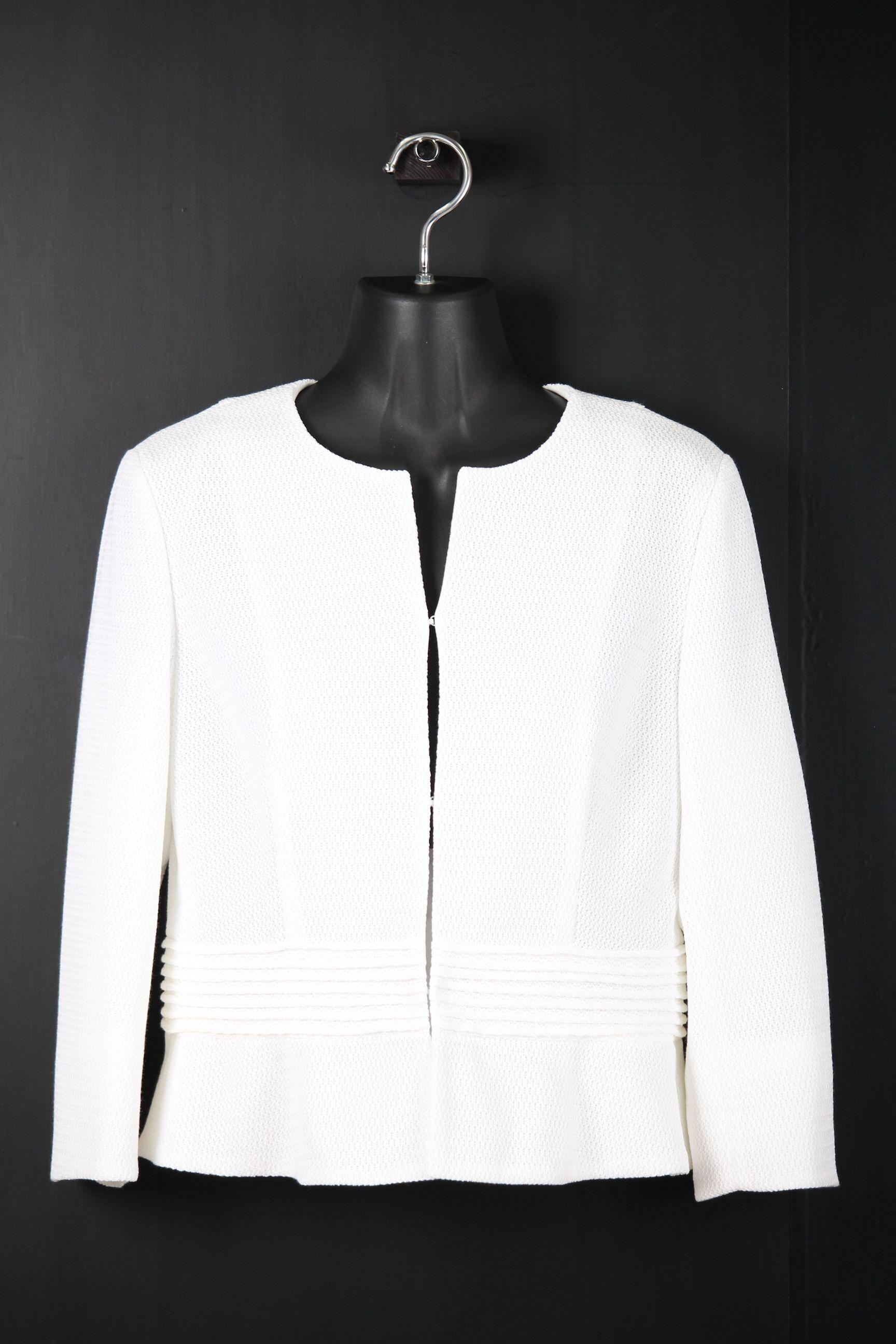 七分袖白ジャケット